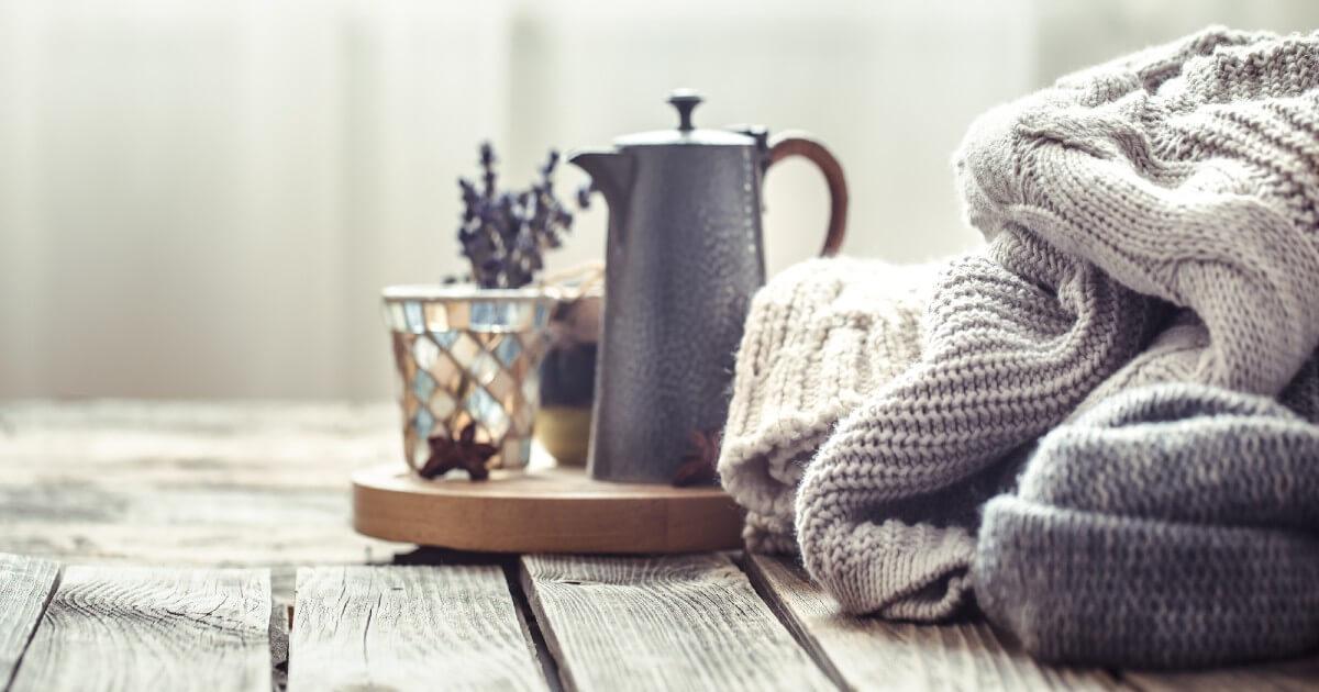 毛玉・虫食い・シワを防ぐ!セーターやニットの上手な保管方法
