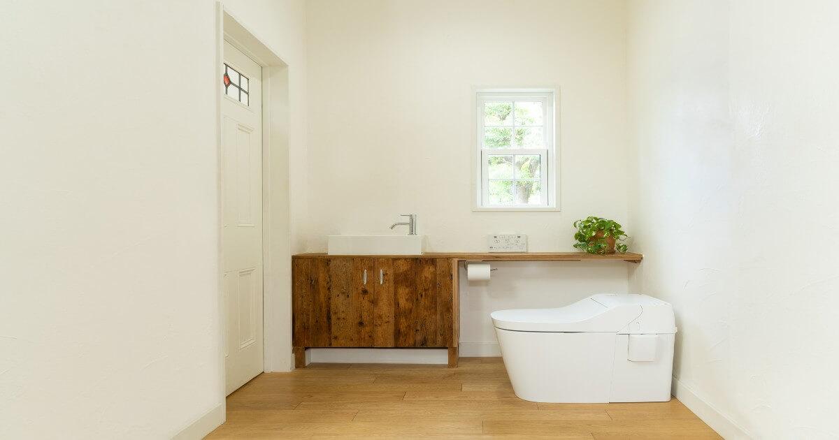 トイレのニオイのもとは壁だった?!壁の掃除方法と注意点を解説